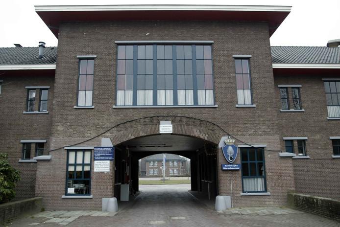 Een beeld van een deel van het poortgebouw van de Detmerskazerne in Eefde. Achter dit beeldbepalende gebouw komt een nieuwe woonwijk. Het poortgebouw  wordt gehandhaafd en biedt onderdak aan diverse organisaties waaronder de veteranen.