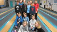 Jongeren leren kegelen en boogschieten
