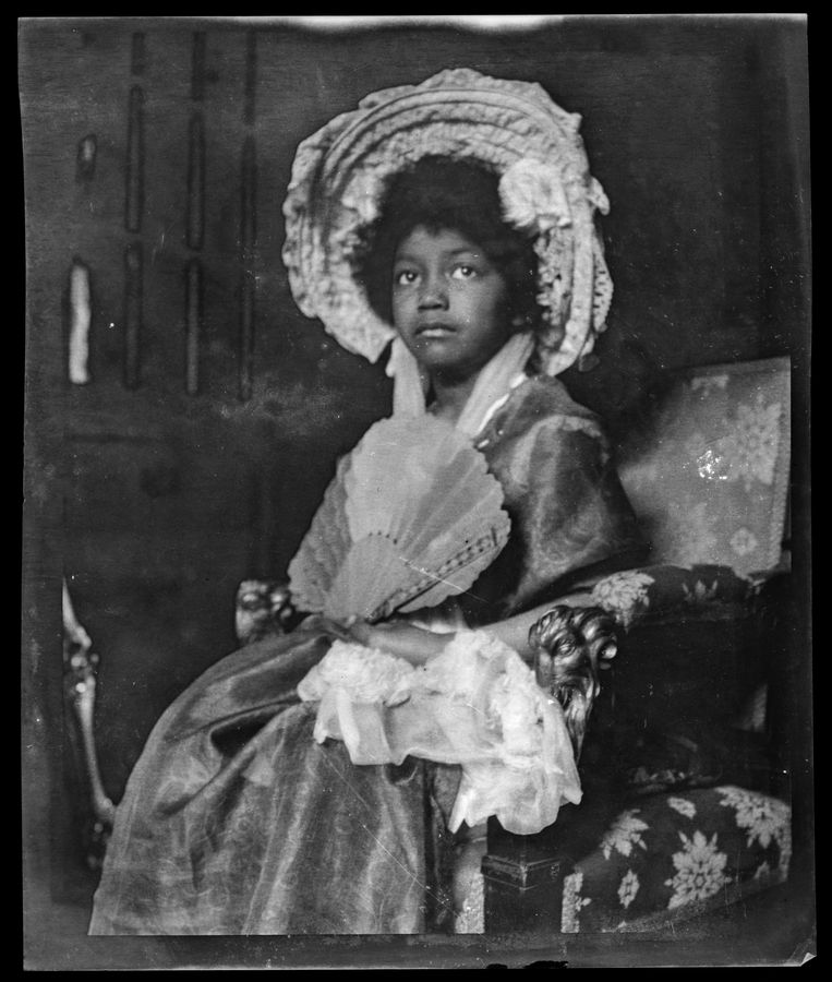 Een foto van Isabella in Simon Maris' studio, circa 1906. Beeld RKD / Simon Maris and Family Archives