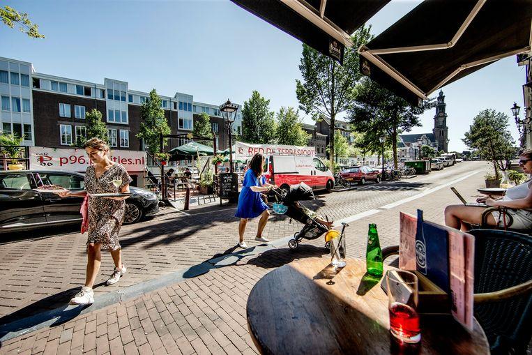 Na bijna 40 jaar dreigt sluiting voor de terrasboot van café P96 dat geen vergunning heeft. Beeld Jean-Pierre Jans
