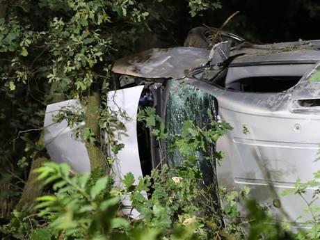 Bestuurder bestelbus overleden bij verkeersongeval in Weert