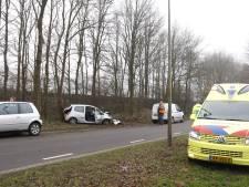Automobilist naar ziekenhuis na botsing tegen boom in Heijen