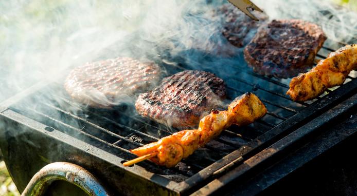 De barbecues maken weer overuren