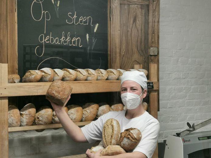 Liesbet heeft sinds kort een artisanale bakkerij aan het station van Lierde.