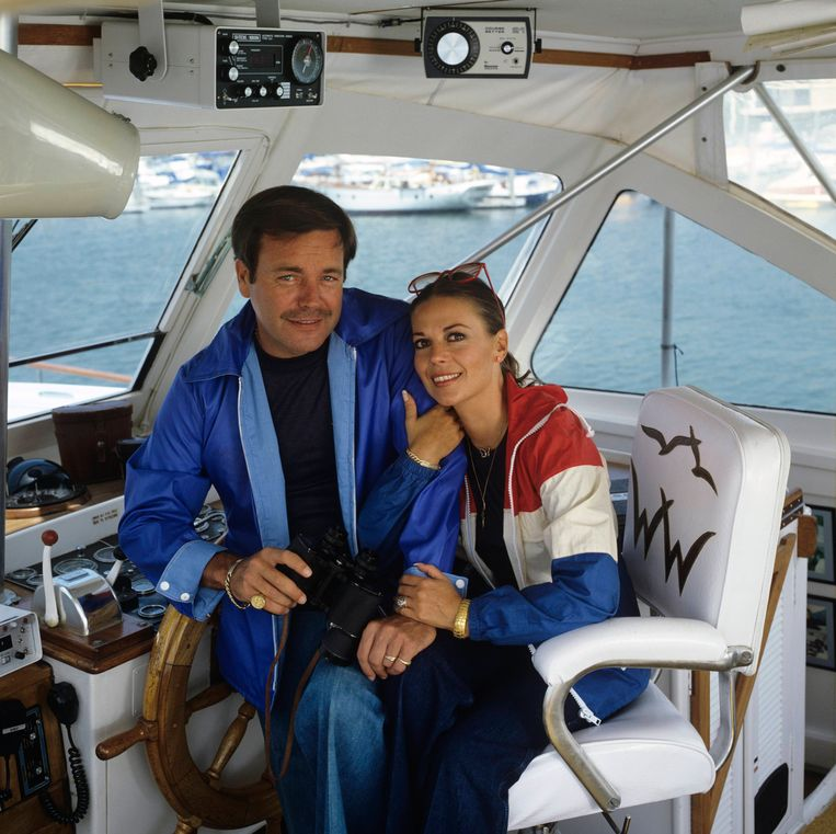 """Natalie en Robert Wagner aan boord van hun boot: """"Niemand in mijn omgeving stelt de liefde van mijn vader voor mijn moeder in vraag."""""""
