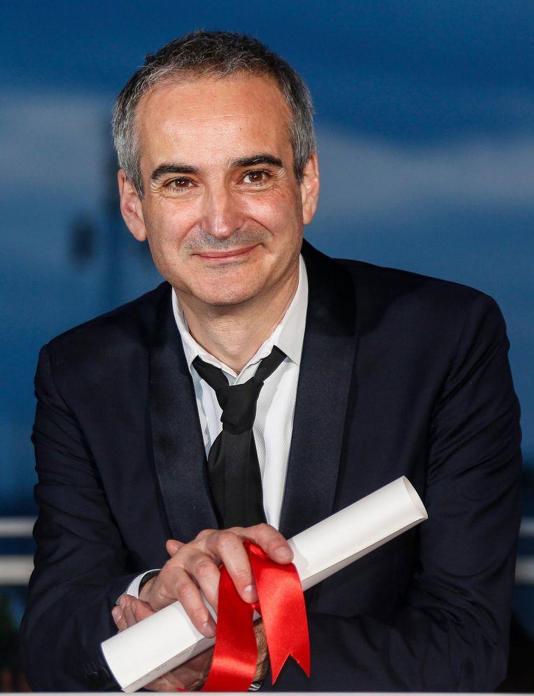 Regisseur Olivier Assayas is winnaar van Best Director Award tijdens het filmfestival in Cannes. Beeld EPA