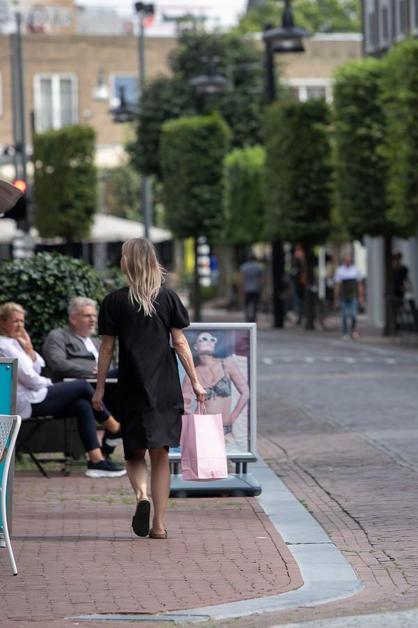 De Steenweg in Helmond, een straat waar veelal gericht gewinkeld wordt.