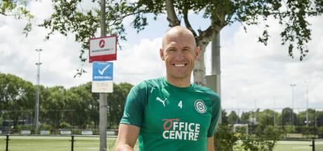 Robben ontbreekt bij eerste oefenduel: 'PSV-thuis is uiteindelijk het doel'