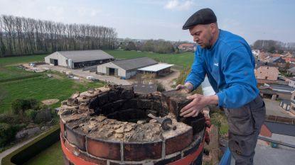 Afbraak en heropbouw schoorsteen Van Hauwermeirsmolen: vader en zoon halen 5.000 stenen naar beneden, stuk voor stuk