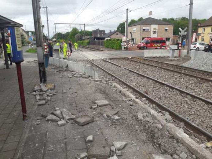 Omdat de defecte trein nog een tijdje doorreed, is er schade aan de spoorinfrastructuur, meldt Infrabel.
