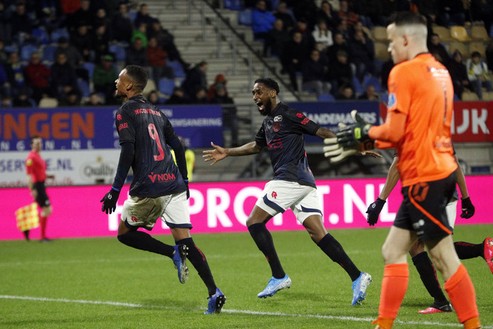 Patrick Joosten viert zijn goal.