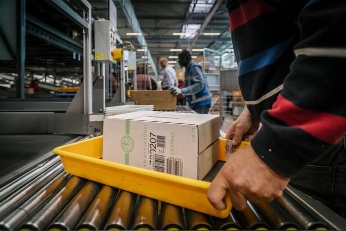cc7787f0240f68 Zo verwerkt PostNL in Nieuwegein 50 miljoen dozen in zes weken ...