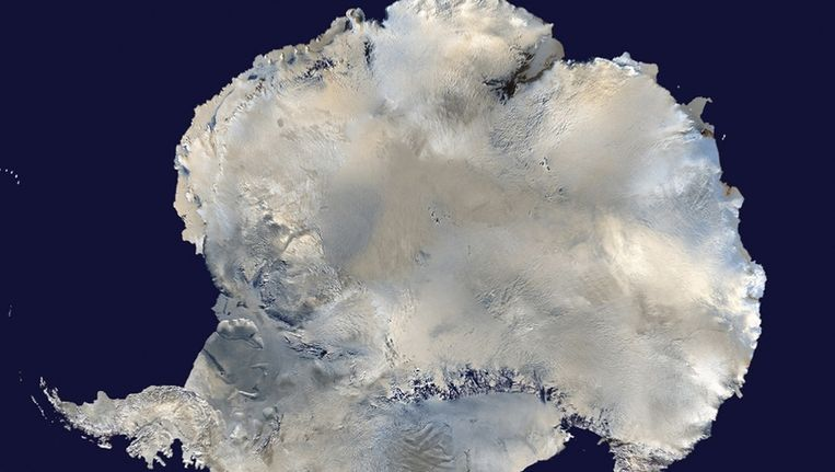 Een satellietbeeld van Antarctica. Vooral de westelijke kant van het continent smelt. Beeld reuters