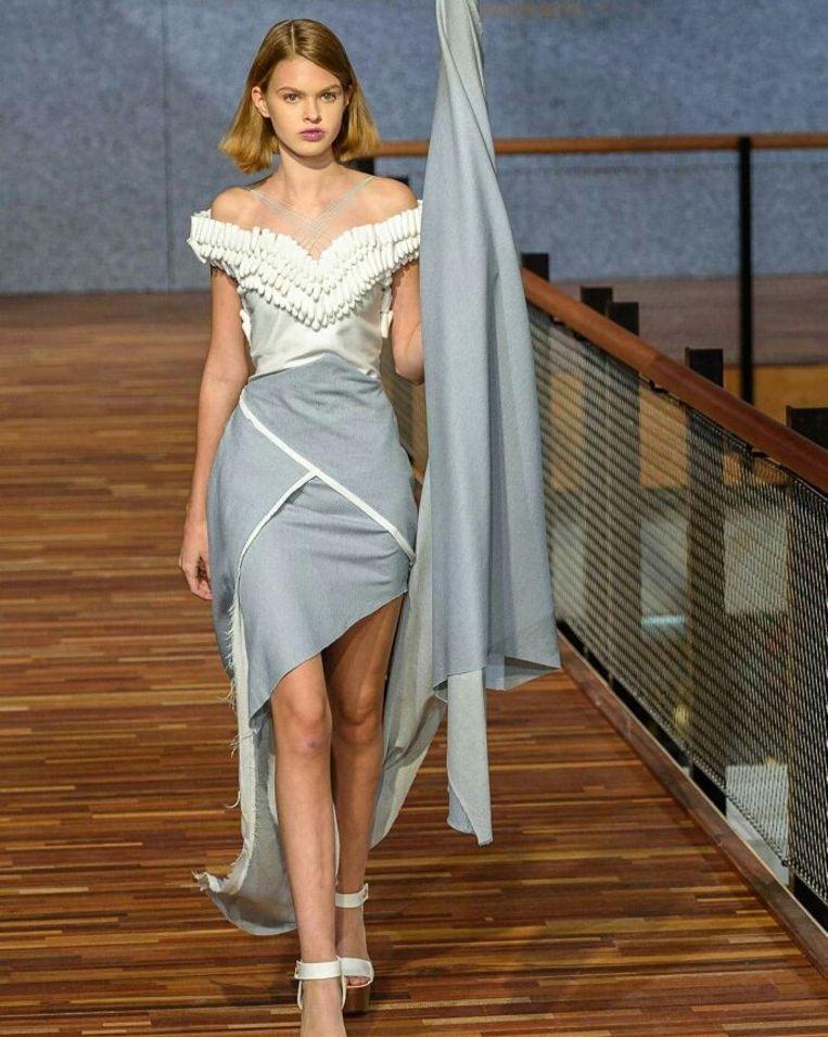 Een jurk van tampons op de Sustainable Fashion Week in Nederland