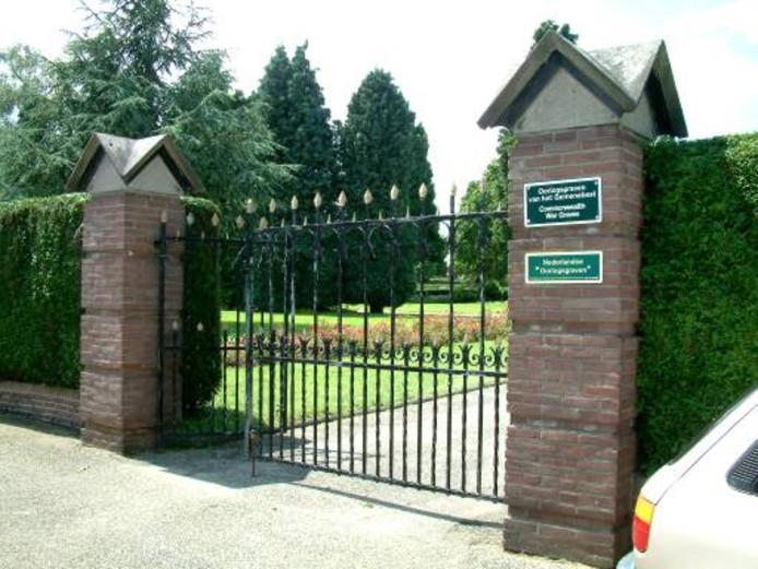 De ingang van de Algemene Begraafplaats in Rhenen waar een kinderbegraafplaats komt.