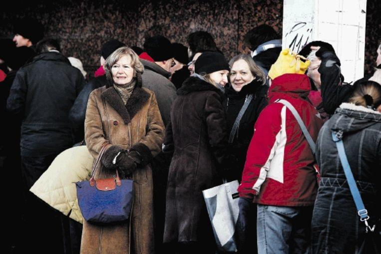 Voor de kassa van De Doelen stonden dinsdag lange rijen voor kaartjes voor de 39ste editie van het Rotterdamse filmfestival. (FOTO ANP) Beeld ANP