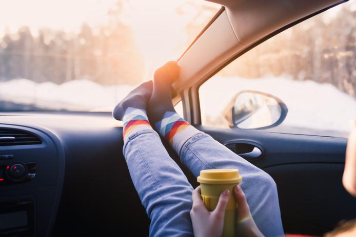 Zo moet het dus niet. Al bij een geringe aanrijding kan een airbag tot ontploffing komen, met mogelijk verschrikkelijke gevolgen.