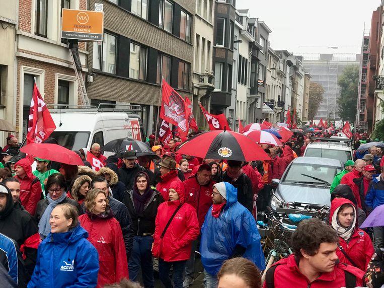 Betogers trekken door Antwerpen.
