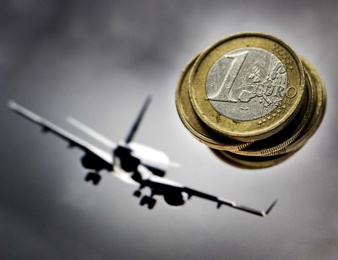 Een vliegtaks moet de milieuschade van de luchtvaart flink verminderen.