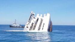 Video: Grote ferry met opzet tot zinken gebracht