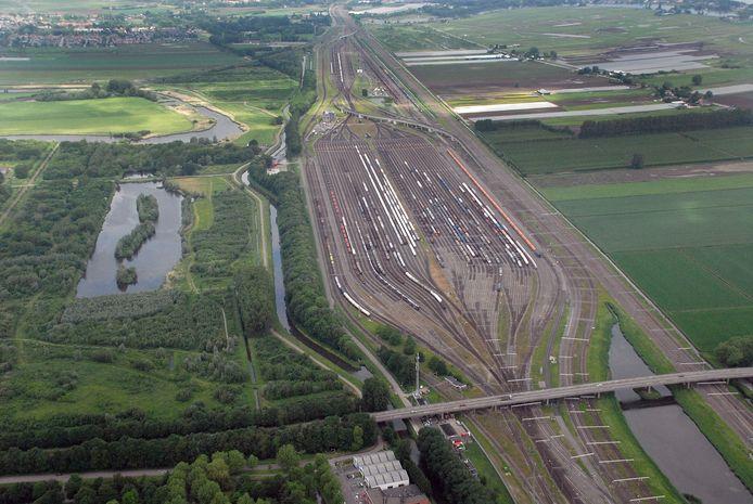 Luchtfoto van rangeerterrein Kijfhoek in Zwijndrecht.
