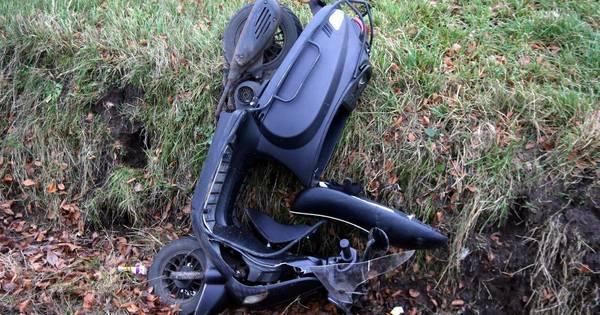 Bestuurder snorscooter gewond na aanrijding met auto in Helvoirt.