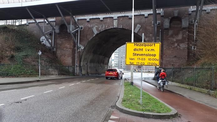 Vanwege de Stevensloop is zondag een aantal wegen rond het stadscentrum afgesloten, waaronder de Hezelstraat/Voorstadslaan.