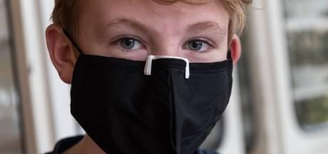 Nooit meer een beslagen bril: Joep (13) maakt met zijn 3D-printer neusclipjes voor brildragend zorgpersoneel