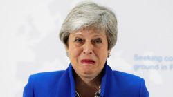 May voorlopig niet van plan handdoek in de ring te gooien, belangrijke minister geeft ontslag