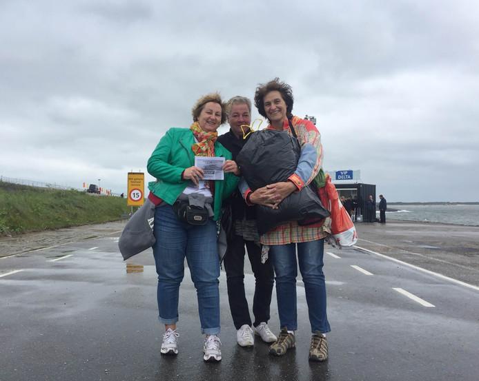 Marijke Stouwdam, Joke Grootkarzijn en Lammie Bohadana (van links naar rechts).