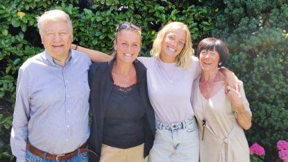 Julie Vermeire vlogt emotioneel weerzien met mama Eva Pauwels en grootouders na vier maanden