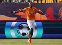 Jonathan Kodjia viert zijn goal.