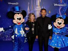 John Legend treedt op in Disneyland