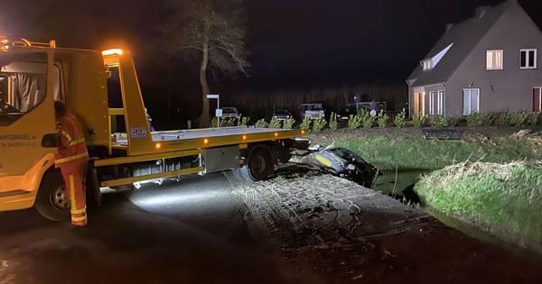 Auto belandt in sloot bij ongeluk in Herpen.