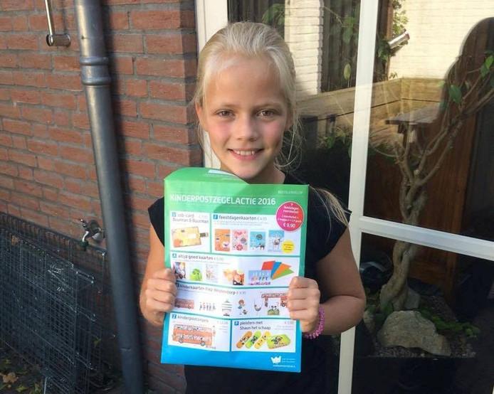 De 10-jarige Bo uit Eindhoven heeft een hoop geld ingezameld met de verkoop van kinderpostzegels