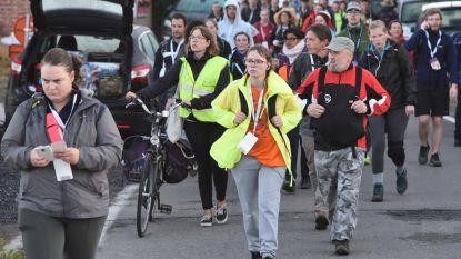 Duizenden wandelaars stappen 49ste Dodentocht
