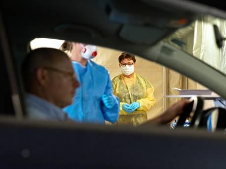 Geen hamburger maar een coronatest in speciale drive-thru om meer zorgpersoneel te testen