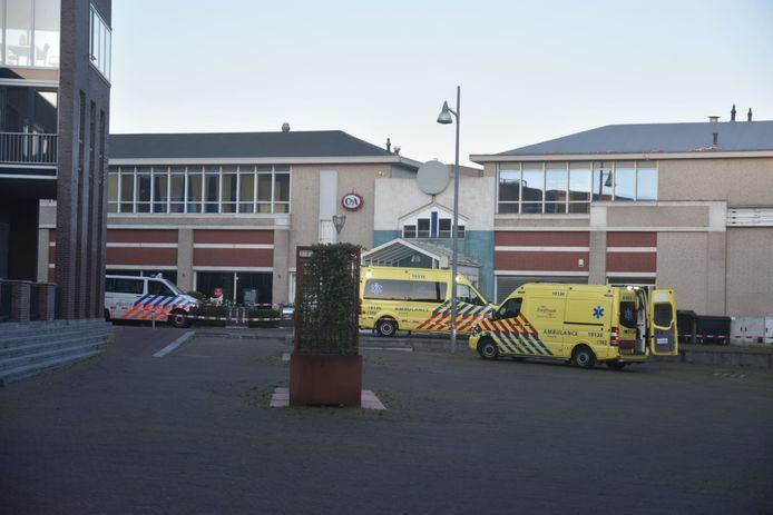 Ambulances en politie op het Arsenaalplein.