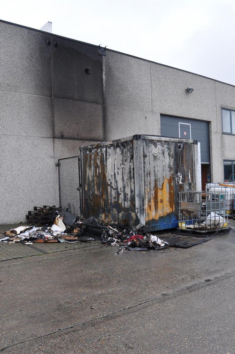 De elektrische installatie stond in een container en die brandde volledig uit.