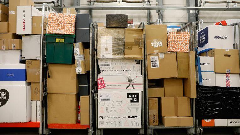 Per dag worden nu al 40.000 postpakketjes bezorgd in Amsterdam Beeld anp