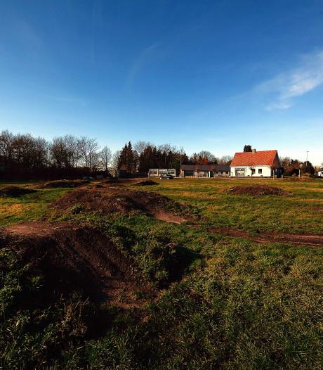 Springbulten crossterrein Oude Bredasepostbaan moeten met de grond gelijk gemaakt worden