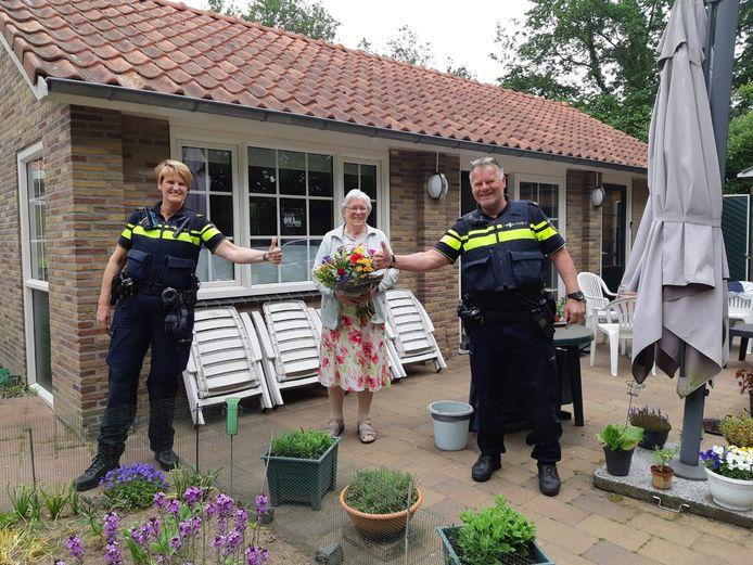 De burgers die de politie hielpen worden flink in het zonnetje gezet in Winterswijk.