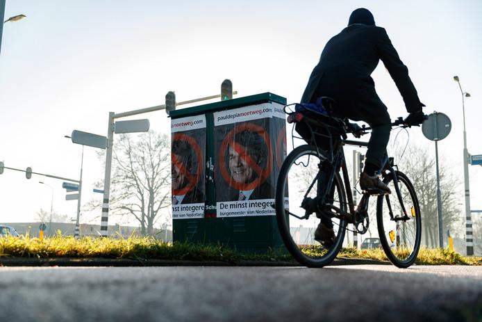 De gewraakte posters die, blijkt nu, door een ondernemer uit Tiel begin december op diverse plekken in Breda werden geplakt.