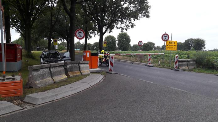 De afsluiting van de Zevenheuvelenweg aan de Groesbeekse kant, bij de Derdebaan.