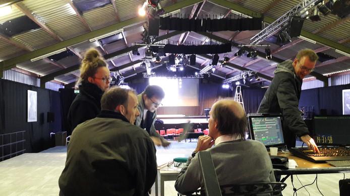 In Neerloon worden de laatste voorbereidingen getroffen voor de voorstelling 'Leef verBorge Dromen!'