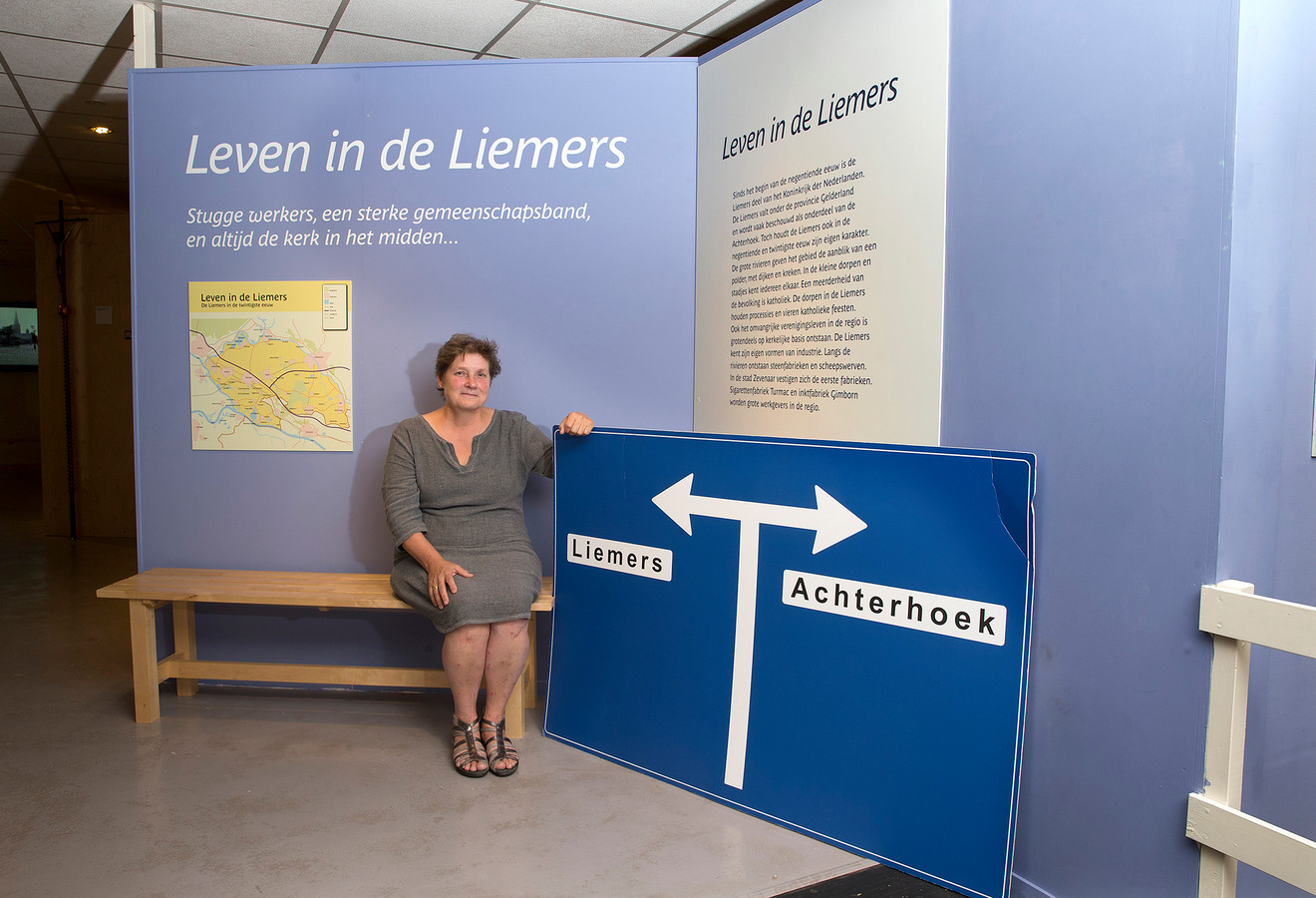 Ingrid Mens van het Liemers Museum in Zevenaar. ,,Grenzen zijn wat wij er van maken.''