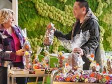 Osse lunchroom schenkt kilo's paashazen aan BrabantZorg: 'Zij werken nu keihard'