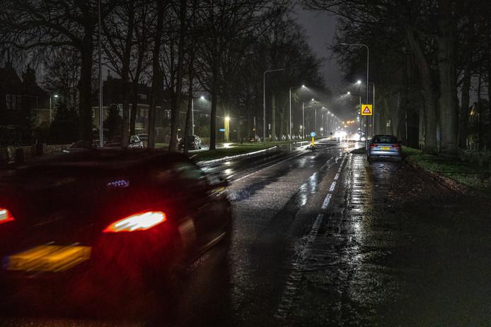 Gisteravond, de straatlantaarns aan op de Wipstrikkerallee doen het deels niet en iets verderop wel.