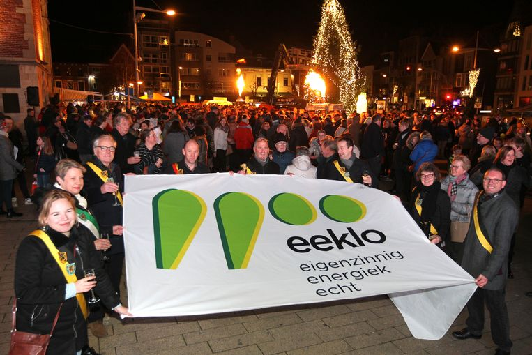 Het stadsbestuur lanceerde het logo begin januari. De groene symbolen staan voor de postcode 9900.