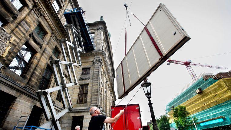 Een schuttersstuk wordt het paleis ingetakeld. Beeld Jean-Pierre Jans (www.jeanpierrejans.nl)